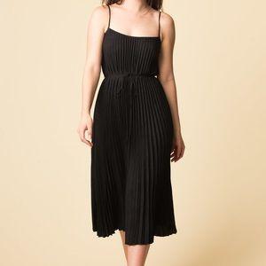 Vince accordion-pleated dress M
